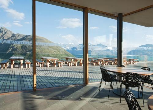 La sedia nett di crassevig per il berghotel muottas muragl for Berghotel design
